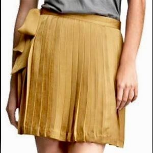 GAP gold/mustard pleated skirt with tie
